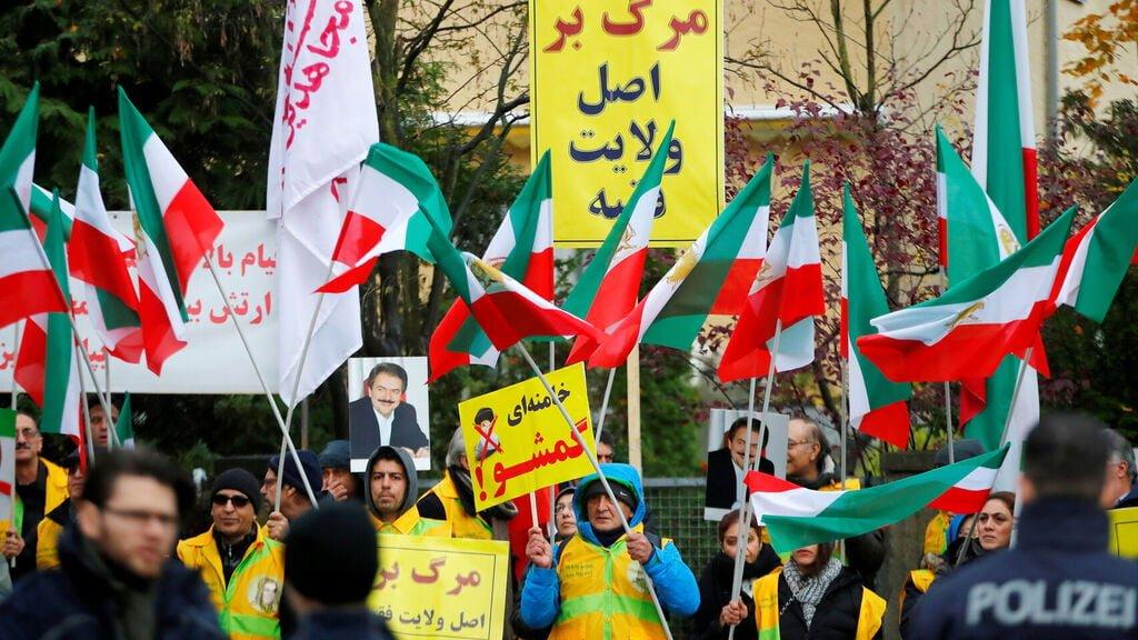 Las protestas en Irán iniciaron de cara a la subida en el precio de la gasolina, en medio de la crisis económica que sufre el país