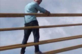 Se subió al Puente Metálico de Montería para intentar suicidarse: Los bomberos lo rescataron