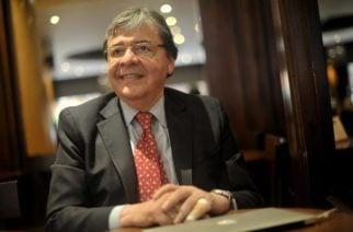 Carlos Holmes Trujillo es designado como nuevo ministro de Defensa