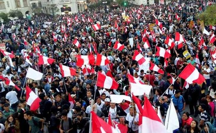 Sindicatos marchan en Perú por aumentos salariales.