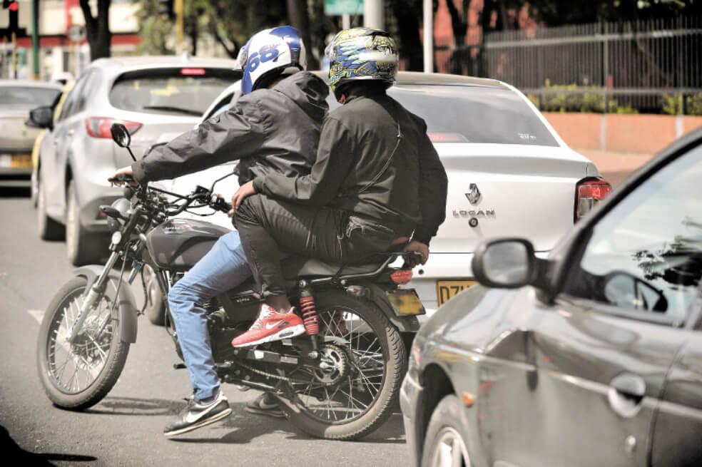 colombianos se moviliza en motocicleta