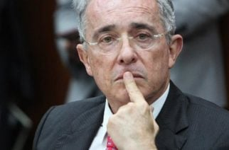 Bloquean cuenta de Álvaro Uribe en Twitter