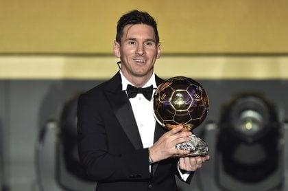 Lionel Messi con su sexto Balón de Oro