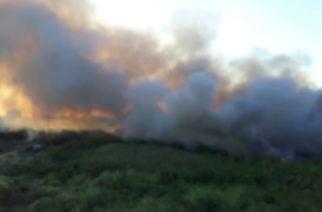 Voraz incendio consume lote frente al Mercado de Oriente en Montería