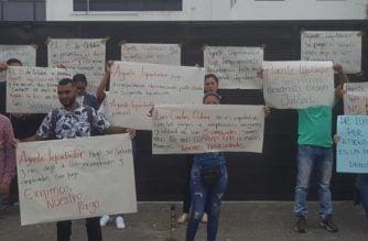 Extrabajadores de Emdisalud bloquean el acceso a esta EPS en reclamo de pagos atrasados