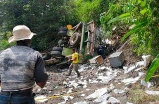 Nueve muertos y 10 heridos deja volcamiento de chiva en el Cauca