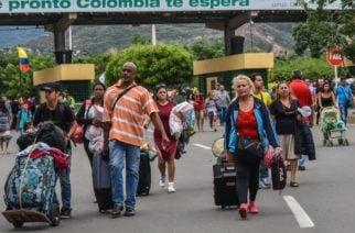 Más de 200 mil personas han cruzado la frontera entre Colombia y Venezuela